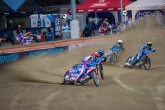 Cavaliers de speed-way sur la voie - Grigorij Laguta en avant Photo stock
