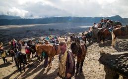 Cavallerizzi di Bromo fotografia stock