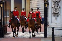 Cavallerizzi reali alla ripetizione 2019 di celebrazione di compleanno delle regine Buckingham Palace Londra Regno Unito immagini stock