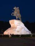 Cavallerizzo Bronze alla notte Fotografia Stock Libera da Diritti