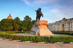 Cavallerizzo Bronze - monumento a Peter grande Immagini Stock