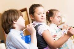 Cavalletti della pittura dei bambini immagini stock libere da diritti