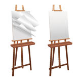Cavalletto di legno su un fondo bianco Immagini Stock
