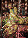 Cavalli del carosello su un giro d'annata della rotonda fotografie stock libere da diritti