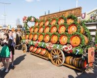 Cavalli di Haflinger che tirano i barilotti di birra a Oktoberfest Fotografie Stock