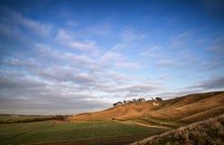 Cavallo bianco antico del gesso nel paesaggio all'inglese di Cherhill Wiltshire Fotografia Stock