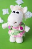 Cavallo bianco del giocattolo in un regalo Fotografia Stock