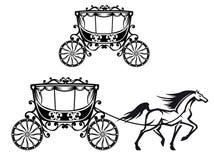 Cavallo con il vecchio carrello Fotografie Stock Libere da Diritti