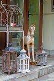 Cavallo del giocattolo e supporti di candela di legno Immagine Stock