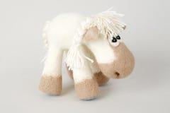 Cavallo del giocattolo in un regalo Fotografia Stock