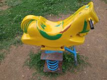 Cavallo della gamba della molla del ferro sul parco fotografia stock libera da diritti