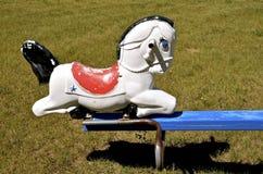 Cavallo di plastica su un toter della bascula Fotografia Stock
