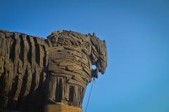 Cavallo di Troia e cielo blu immagine stock