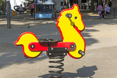 Cavallo a dondolo nel parco Fotografie Stock Libere da Diritti