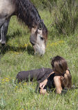 Cavallo e donna Immagine Stock
