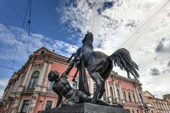 Cavallo - ponte di Anichkov - San Pietroburgo più addomesticato, Russia fotografia stock