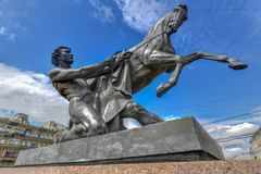 Cavallo - ponte di Anichkov - San Pietroburgo più addomesticato, Russia fotografia stock libera da diritti