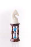 Cavalo branco da xadrez com areia-pulso de disparo Fotografia de Stock
