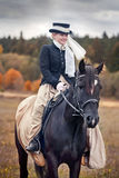 Cavalo-caça com cavaleiros no hábito de equitação Imagens de Stock