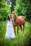 Cavalo da mulher do retrato Imagens de Stock