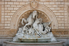 Cavalo de mar e escultura caída do cavaleiro. Bolonha foto de stock royalty free