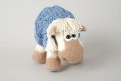 Cavalo do brinquedo em um presente Foto de Stock Royalty Free