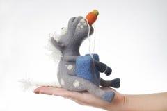 Cavalo do brinquedo em um presente Foto de Stock
