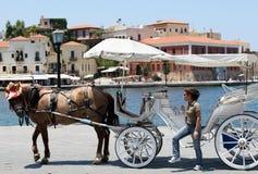Cavalo e buggy de Chania imagens de stock