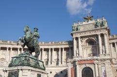 Cavalo e memorial do cavaleiro (arquiduque Charles/Erzherzog Karl) - Viena/Wien Áustria Fotografia de Stock Royalty Free