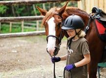 Cavalo principal da menina Fotografia de Stock