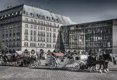 Cavalos da porta de Branderburg imagens de stock royalty free