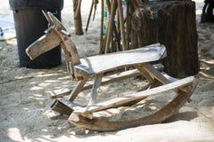 Cavalos de balanço de madeira para o assento Imagens de Stock Royalty Free