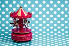 Cavalos de madeira cor-de-rosa do carrossel com olhar velho do vintage Fotografia de Stock Royalty Free