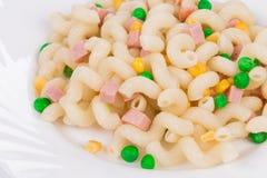 Cavatappi de las pastas con la verdura Imagen de archivo libre de regalías