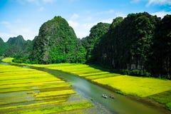 Cave barcos de turista em Tam Coc, Ninh Binh, Vietname Fotos de Stock Royalty Free