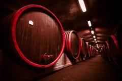 Cave de stockage de boisson, barils photo stock