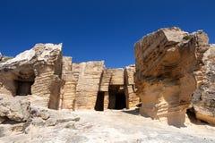 Cave del tufo sull'isola di Favignana fotografia stock