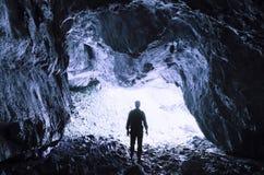 Cave a entrada com título do homem para a luz Fotos de Stock Royalty Free