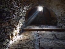 Cave souterraine et vieille effrayante photo stock