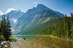 Cavell湖在贾斯珀国家公园,加拿大 免版税库存图片