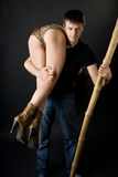 Caveman sveglio con un randello e una ragazza Fotografie Stock