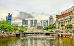 Cavenagh Bridge above the Singapore River Stock Photos