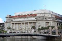 Cavenagh bridge and Fullerton Building, Singapore Stock Images