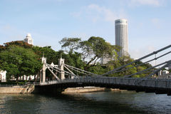 Cavenagh bridge over singapore river Royalty Free Stock Photography
