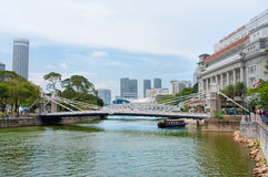 Cavenagh Bridge spanning the lower reaches of Singapore River royalty free stock photos