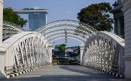 Cavenagh most nad Singapur rzeką fotografia stock