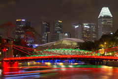 Cavenaghbrug in 's nachts Singapore stock foto