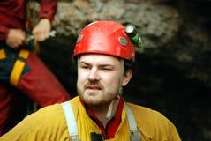 Caver het abseiling in pothole royalty-vrije stock fotografie