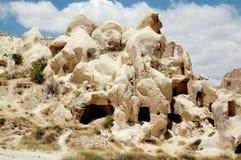 Caverna-cidade antiga perto de Goreme, Turquia imagens de stock