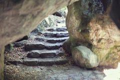 Caverna com etapas Imagens de Stock Royalty Free